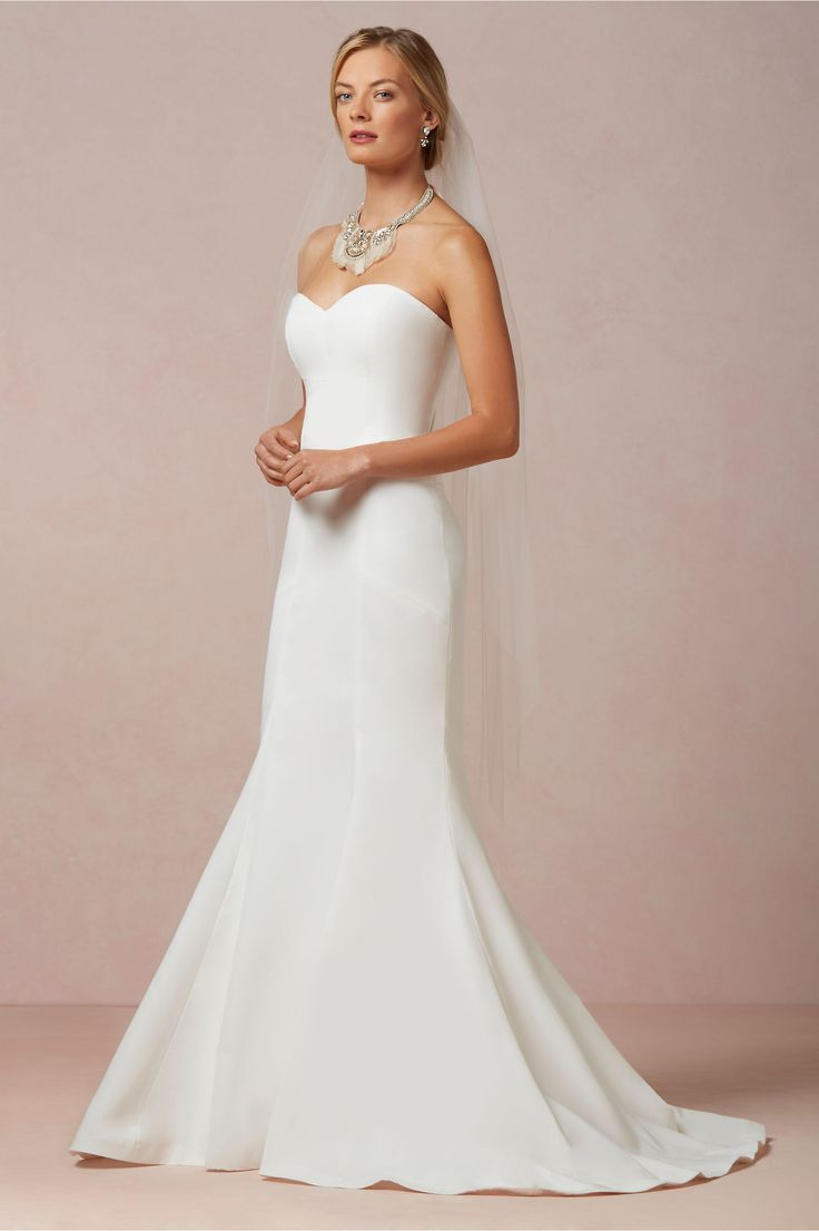 20 elegant simple wedding dresses for Wedding dress for flat chest