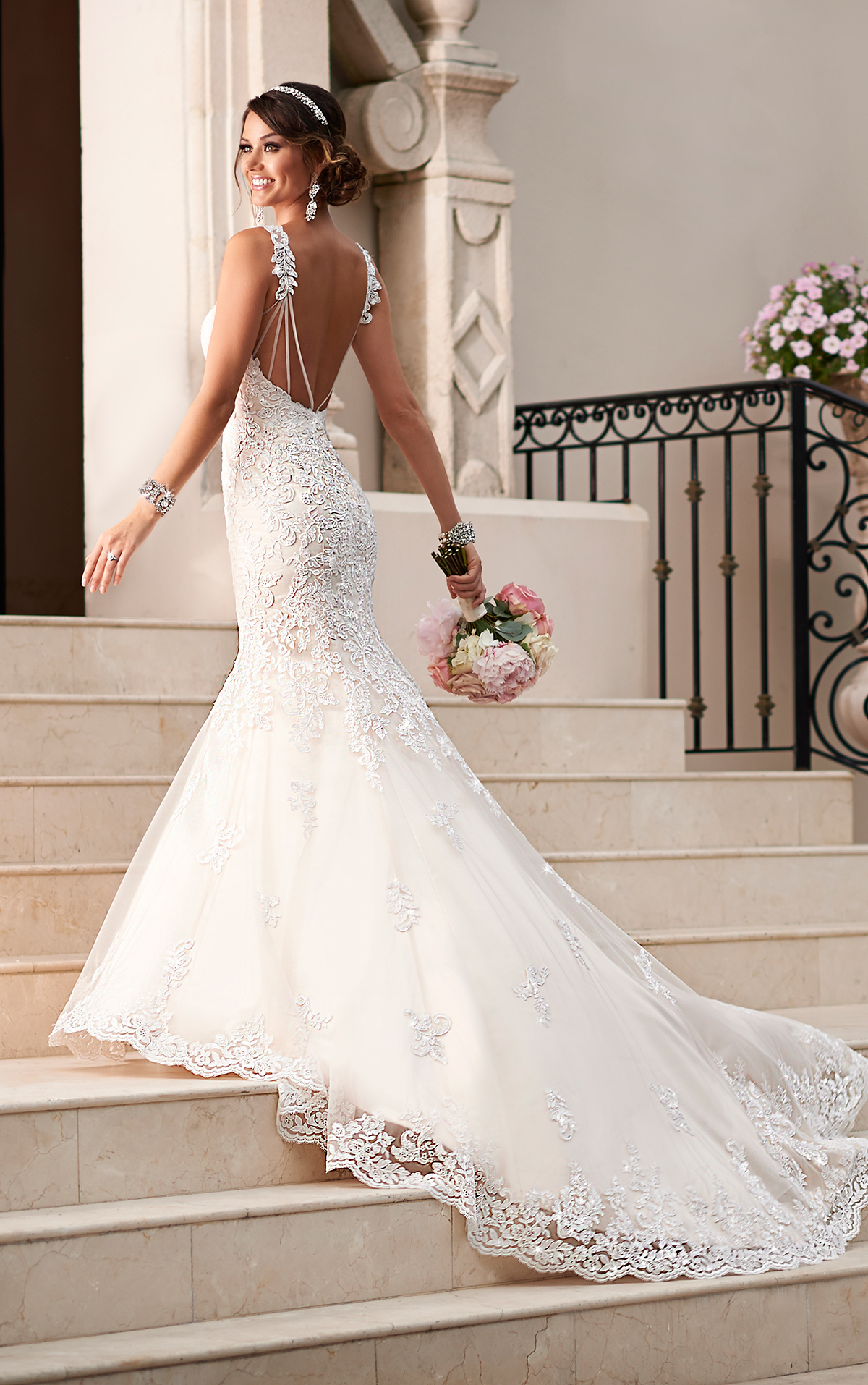 12 beautiful backless wedding dresses gowns for Fitted lace wedding dress with open back