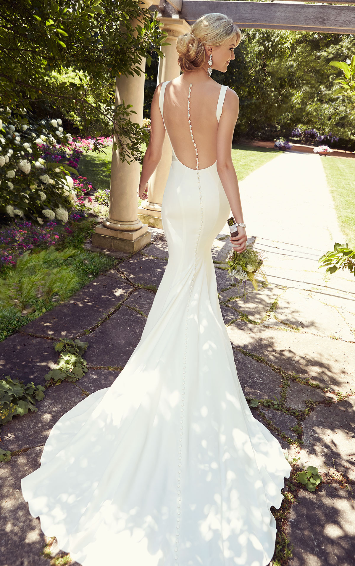 12 Beautiful Backless Wedding Dresses Amp Gowns