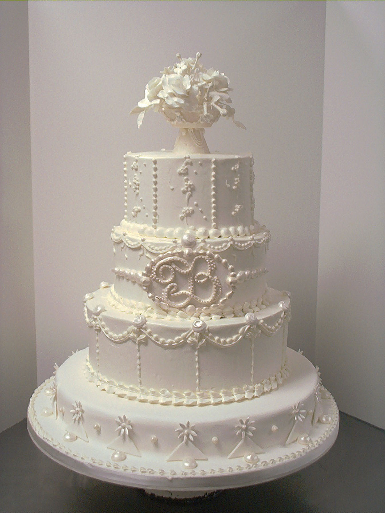 10 Beautiful Wedding Cakes We Love
