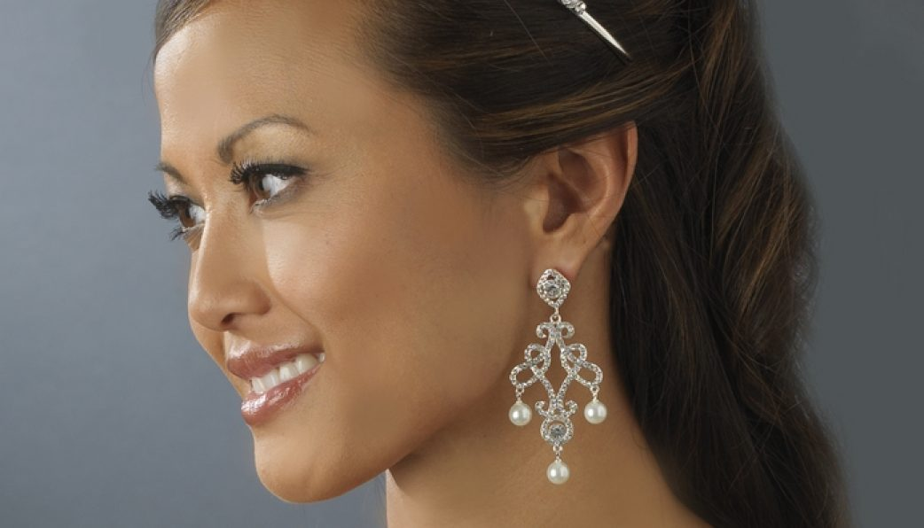 Prom accessories how to pick prom jewelry to match your dress for How to match jewelry with prom dress